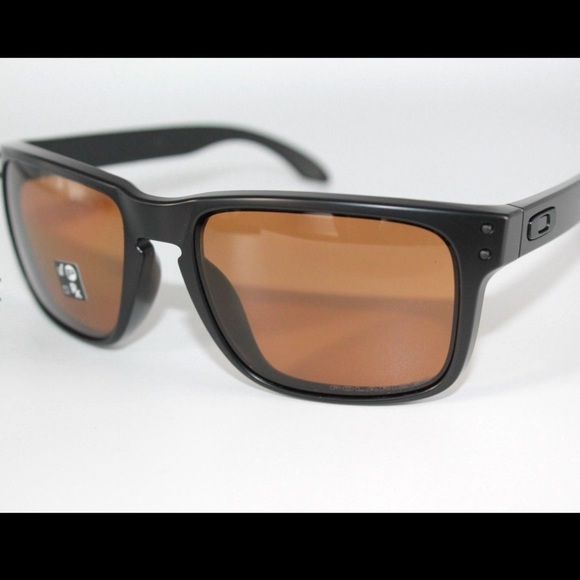 de9162daa27 BNWT Oakley Holbrook Polarized Sunglasses